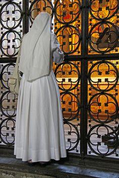 http://www.iqinteligencja.pl Nun Catholic, Roman Catholic, Nuns Habits, Bride Of Christ, Cristo, Holy Spirit, Aesthetics, Lord, Spirituality