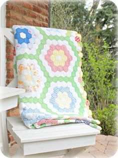 Lovely quilt for the winter that is approaching fast for us now in the southern parts of the world, Brrrr