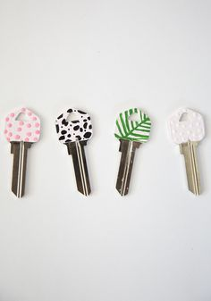 Diy Chic Painted Key Tops Best Friends For Frosting Fun Crafts, Creative Crafts, Diy And Crafts, Crafts For Kids, Arts And Crafts, Key Diy, Paint Keys, Diy Y Manualidades, Ideias Diy