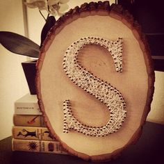 Initial String Art I wanna make this with a log slice from my wedding! Home Crafts, Crafts To Make, Fun Crafts, Arts And Crafts, Crafty Craft, Crafty Projects, Wood Projects, Crafting, String Art Diy
