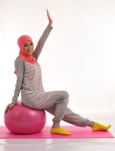 baju senam muslim In the last 30 years, the evolution of fashion has been Need To Lose Weight, Losing Weight Tips, Hijabs, Big Fashion, Hijab Fashion, Hijab Moda, Sports Hijab, Muslim Images, Hip Hop