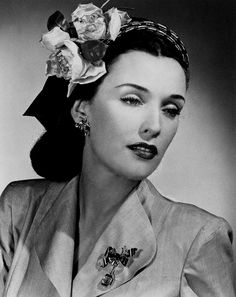 1944 detachable square gold watch is suspended by a snakechain from a bow pin of gold set with topaz and small rubies and diamonds. Graceful bow earrings are of gold-plated silver, set with colored stones and rhinestones. Hollywood Fashion, 1940s Fashion, Vintage Fashion, 1940s Hairstyles, 20th Century Fashion, Vintage Beauty, Vintage Makeup, Vintage Accessories, Hair Accessories