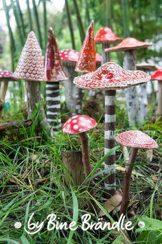 Ceramic mushroom garden sculptures from the Bine Braendle Store in Germany ... See further images and foreign language article at the site.