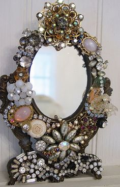vintage jewelry repurposed Vintage Jewelry Mirror and picture frames. Discussion on LiveInternet - Russian Service Online diary - Jewelry Frames, Jewelry Mirror, Jewelry Tree, Mirror Mirror, Jewlery, Diy Jewelry, Gold Jewelry, Jewelry Rings, Jewelry Making