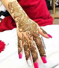 When the Bride's sister wants to go semi-traditional! Have a great Monday everyone 😊 #hennaparty #henna #orlandohenna #hennaart…
