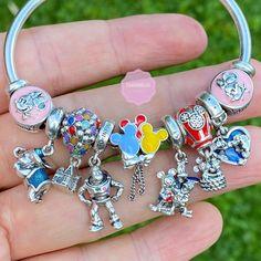 Pandora Heart Bracelet, Disney Pandora Bracelet, Disney Jewelry, Pandora Jewelry, Pandora Charms Disney, Cute Jewelry, Charm Jewelry, Harry Potter Bracelet, Diy Gifts To Sell