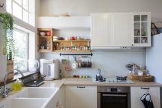IKEA,METOD廚房櫥櫃,配FÅGLAVIK把手。整組櫥櫃(下櫃)含水槽,6萬9860元(不含施工與運費)。抽油煙機和三口瓦斯爐,則配櫻花的產品。