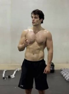 In case the ladies need a new visual for their book boyfriends, we give you Henry Cavill. #sweetdreams #hotbod