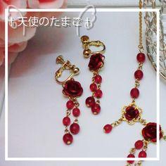 ベルベットの様な赤いバラが、耳元に華やかさを添えます。シンプルなお洋服の時のアクセントなどにいかがですか?お揃いのネックレスも出品いたしております。http:...|ハンドメイド、手作り、手仕事品の通販・販売・購入ならCreema。