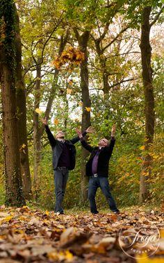 Doe maar gek, dan doe je al gewoon genoeg! http://www.trouwfotografiefreya.nl/real-weddings/herfst-bruiloft-in-het-bos/
