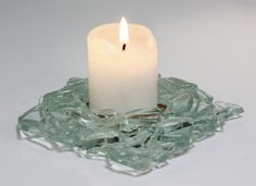 Candle holder made from shards of float arranged in a circle and a coloured frit bottom for candle insert. Fused Glass Plates, Fused Glass Art, Mosaic Glass, Recycled Glass Bottles, Wine Bottles, Glass Fusing Projects, Fire Glass, Glass Candle Holders, Inspiration