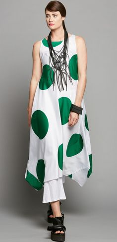 SIDE POINT DRESS - GREEN SPOT