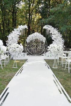 Wedding Backdrop Design, Desi Wedding Decor, Outdoor Wedding Decorations, Wedding Ideas, Wedding Stage Design, Wedding Backdrops, Ceremony Backdrop, Outdoor Ceremony, Wedding Details