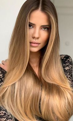 2020 hair trends There are many ways to improve your appearance this season, one of them is by switching your hair color. Brown Hair Balayage, Hair Highlights, Ombre Hair, Caramel Blonde Hair, Balayage Straight Hair, Hot Hair Colors, Blonde Hair Looks, Spring Hairstyles, Light Brown Hair