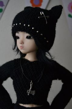 Hand-knitted wrap top and punky kitty hat for slim mini by junipa