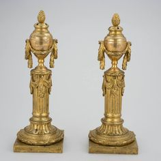 Par de casticais Louis XVI em bronze gilded a ouro do sec.19th, 32cm de altura, 4,280 USD / 3,770 EUROS / 14,250 REAIS / 28,090 CHINESE YUAN