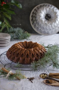 Moldes Nordic Ware: ¡Un bundt cake perfecto! Christmas Window Decorations, Christmas Tablescapes, Southern Christmas, Bunt Cakes, Food Crush, Cake Blog, Nordic Ware, Best Candy, Xmas Food