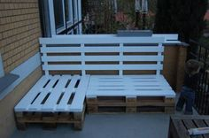 DIY alert! Pallet outdoor lounge seating...add cushions and Voila!
