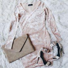 It's not a dream, the Deja Vu Blush Pink Velvet Bodycon Dress is here to stay! Pink Dress Outfits, Casual Dresses, Cute Outfits, Pink Velvet Dress, Velvet Bodycon Dress, Fashion Outfits, Womens Fashion, Pretty Dresses, Dress To Impress