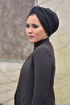 Turban is sophisticated technique of covering head with simple scarf. It just a style of wearing sca Turban Hijab, Turban Mode, Muslim Fashion, Hijab Fashion, Hijab Stile, Turban Style, Hijab Tutorial, Beautiful Hijab, Mode Hijab