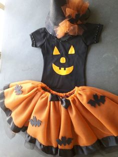 Halloween 2020, Halloween Decorations, Fashion Dresses, How To Make, Body, Frozen, Crafts, Infant Halloween Costumes, Halloween Clothes