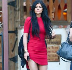 PHOTOS: Check out the latest pics of Kylie Jenner.The latest photos of Kylie Jenner on page.Get all your Kylie Jenner news and gossip here! Moda Kylie Jenner, Trajes Kylie Jenner, Estilo Kylie Jenner, Kylie Jenner Outfits, Le Style Du Jenner, Kylie Jenner Style, Kylie Jenner Black Dress, Mode Outfits, Fashion Outfits