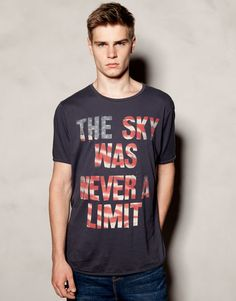 "Camiseta ""The Sky Was Never a Limit"" de Pull & Bear"