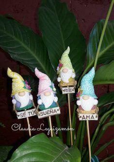 Polymer Clay Fairy, Polymer Clay Crafts, Clay Fairies, Pasta Flexible, Tiny Treasures, Diy Crafts, Kawaii, Christmas Ornaments, Holiday Decor