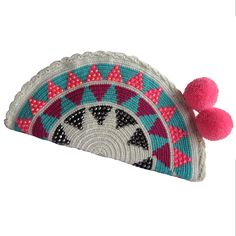 Timida Abanico Wayuu Clutch. Handmade and Fair Trade  Wayuu Clutches – LOMBIA & CO. | www.LombiaAndCo.com Boho Tapestry, Tapestry Bag, Tapestry Crochet, Crochet Art, Love Crochet, Diy Necklace Display, Creative Bag, Crochet Handbags, Simple Bags