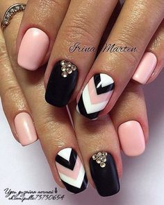 The advantage of the gel is that it allows you to enjoy your French manicure for a long time. There are four different ways to make a French manicure on gel nails. Crazy Nails, Fancy Nails, Love Nails, Pretty Nails, Fancy Nail Art, Em Nails, Pink Nails, Hair And Nails, Chevron Nails