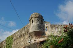 Ventimiglia (IM), un angolo di mura nel centro storico