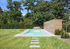 Design zwembad met modern poolhouse, Luxe buitenzwembad met exclusieve trap   De Mooiste Zwembaden