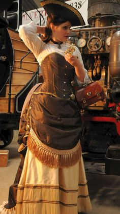 Steampunk costume - love the overall look, simple yet elegant Viktorianischer Steampunk, Steampunk Dress, Steampunk Cosplay, Steampunk Clothing, Steampunk Fashion, Victorian Fashion, Gothic Fashion, Victorian Gothic, Steampunk Female