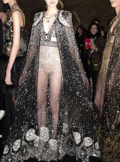 runwayandbeauty:  Backstage at Alexander McQueen Fall 2016-2017, London Fashion Week.