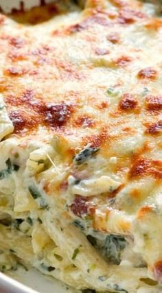 Cheesy Spinach Dip Chicken Pasta – your new favorite dinner! Spinach dip and p… Cheesy Spinach Dip Chicken Pasta – your new favorite dinner! Spinach dip and pasta get together to create one cheesy and creamy dish! I Love Food, Good Food, Yummy Food, Tasty, Cooking Recipes, Healthy Recipes, Vegetarian Recipes, Healthy Food, Vegetarian Chicken