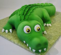 cute alligator cake