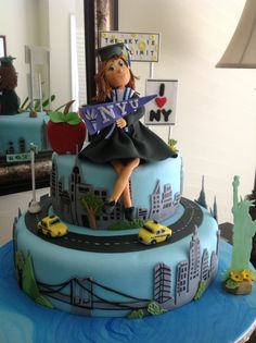 A graduation cake for a girl going to NYU