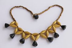 Bell shaped paper bead necklace by MagdaCrafts on Etsy                                                                                                                                                                                 Mais