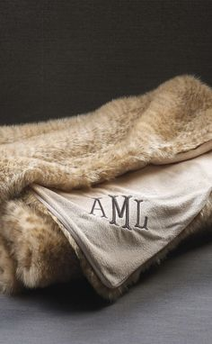 With naturalistic coloration and exquisite texture, our Personalized Exotic Faux Fur Throw simulates the natural pelt of a Sahara leopard.