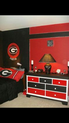 Georgia bulldogs dream bedroom boys 39 room designs decorating ideas hgtv rate my space for Ohio state bedroom paint ideas