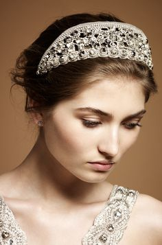 Onda Bridal Headdress III Jenny Packham £495 Reminds me of the tiaras that Greek and Roman goddesses are depicted wearing