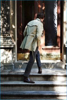 Venturing outdoors, Matt Smith wears an Alexander McQueen trench coat and Gucci leather Chelsea boots with an Ermenegildo Zegna suit and turtleneck sweater. Brown Leather Chelsea Boots, Dark Brown Leather, Dark Grey, Matt Smith, Mens Brogue Boots, Charcoal Dress, Black Turtleneck, Gentleman Style, Men Looks