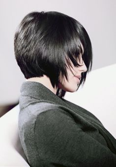 @Sara Eriksson Eriksson Eriksson Eriksson Eriksson Staley you would look so bangin in a dark super angled bob