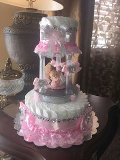 Items op Etsy die op Pink and silvet diaper cake princess theme lijken Baby Shower Camo, Baby Shower Baskets, Baby Shower Crafts, Baby Girl Shower Themes, Girl Baby Shower Decorations, Baby Shower Princess, Baby Shower Diapers, Baby Shower Favors, Princess Theme