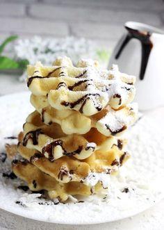 Kokosowe gofry bez glutenu Kids Cooking Recipes, Healthy Cooking, Snack Recipes, Dessert Recipes, Snacks, Sweet Cakes, Healthy Desserts, Food Truck, Food Porn