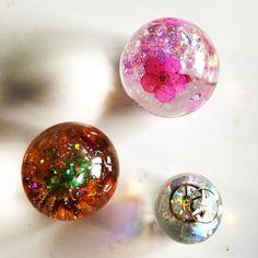 tutorial sfere resina impara come creare bolle con la resina epossidica bicomponente E-30 con inclusione di fiori secchi glitter microperle tecnica base