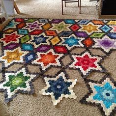 """Threadbias: Starry Hexagon Quilt by Jennifleur ~ oh wow, love the bold colors that just makes those stars """"shine""""! Hexagon Quilt Pattern, Hexagon Patchwork, Patchwork Quilting, Hand Quilting, Quilt Patterns, Quilting Projects, Quilting Designs, Craft Projects, Crochet Quilt"""