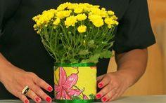Veja como fazer um cachepô com pano para decorar arranjos de flores