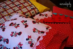 Make Mickey & Minnie travel pillowcases before a Disney roadtrip!