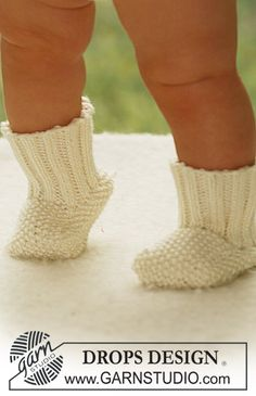 Kids' Accessories - Free knitting patterns and crochet patterns by DROPS Design Baby Patterns, Knitting Patterns Free, Free Knitting, Baby Knitting, Crochet Baby, Free Pattern, Knit Baby Shoes, Knit Baby Booties, Baby Socks